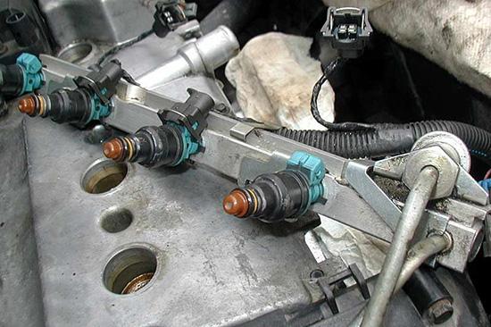 Какое давление в топливной системе инжекторного двигателя