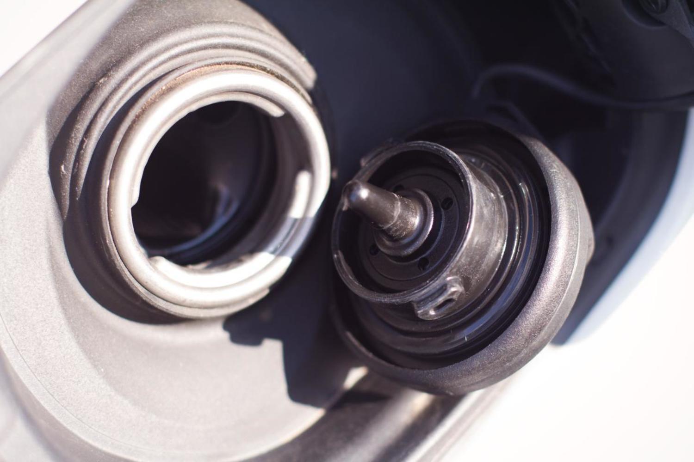 Неплотно закрытая крышка бензобака