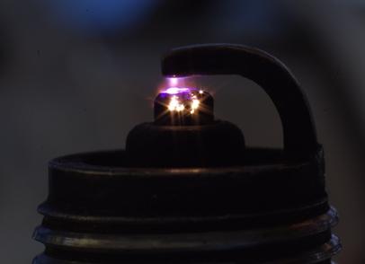 Красная искра на свечах зажигания причины