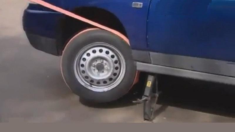 Как завести веревкой через колесо