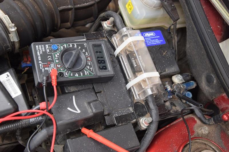 Как проверить и зарядить аккумулятор